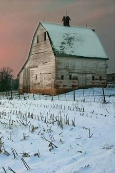 Barn in Winter. So many of the old barns are left to dilapidate and pole barns are used instead. I hope that these wonderful buildings don't become extict. Farm Barn, Old Farm, Country Barns, Country Living, Country Roads, Barns Sheds, Pole Barns, Country Scenes, Red Barns