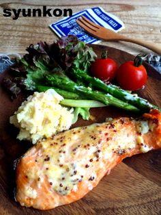 Cafe Food, Food Menu, Seafood Dishes, Fish And Seafood, Fish Recipes, Asian Recipes, Japanese Food, Salmon, Good Food