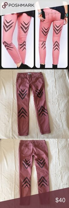 Free People Ikat Arrow Chevron Jeans EUC Skinny Jeans in a cute pink rose color with black chevron design.  70%Cotton, 20% Polyester and 2% Spandex.  Size 25, lie flat measurements are approximate as seen in last three photos. Free People Jeans Skinny