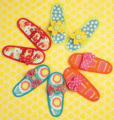 K0178, Misses' Slippers Sewing Hacks, Sewing Crafts, Sewing Projects, Sewing Ideas, Make Your Own Shoes, Kwik Sew Patterns, Decorated Shoes, Bead Kits, D 20
