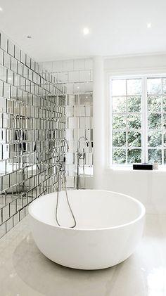 circular bathtub | photo jesper ray | cynthia reccord