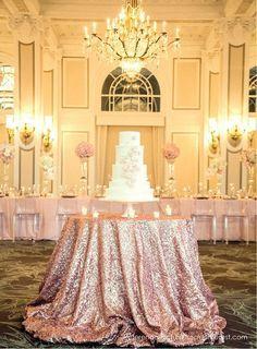 Cubre la mesa de la tarta con un manto de brillo y glitter