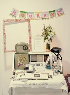 Polaroid guestbook!    omg. this is ridiculous stupid cute.
