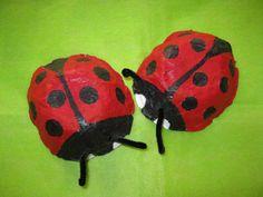 Lieveheersbeestjes van papier-maché