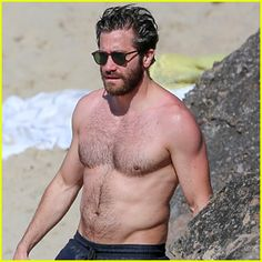 jake-gyllenhaal-continues-his-vacation-with-some-snorkeling.jpg (300×300)