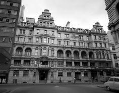 Hotel Grand Central, 137 Clarence St, opposite Barrack St, Sydney (demolished), 1958. Kerry Dundas photo.