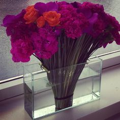 How gorgeous is this flower arrangement from @Ana G. G. G. G. Ovando? Carnations? Who knew!  #modern #floral #arrangements