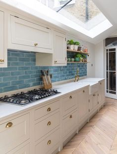 tiles Ideas Grey kitchen with sky blue tiled splashback Grey Kitchen Tiles, Kitchen Splashback Tiles, Blue Kitchen Cabinets, Kitchen Units, Kitchen Colors, Splashbacks For Kitchens, Colourful Kitchen Tiles, Splashback Ideas, Devol Kitchens