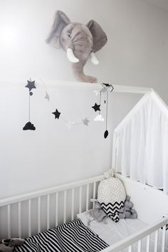 Stokke Home Crib White - Nursery Inspiration - decoracion colgante
