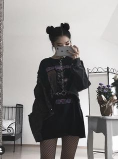 Stunning Grunge Edgy Outfits For Teens Edgy Outfits, Grunge Outfits, Outfits For Teens, Goth Girl Outfits, Hipster Style Outfits, Aesthetic Grunge Outfit, Aesthetic Clothes, Goth Aesthetic, Egirl Fashion
