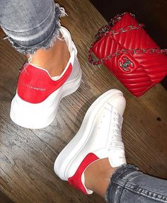 Alexander McQueen Sneakers women white and red Alexander Mcqueen Sneakers Women, Alexander Mcqueen Schuhe, Alexander Mcqueen Baskets, Sneakers Mode, Sneakers Fashion, Fashion Shoes, Shoes Sneakers, Nike Fashion, Fancy Shoes