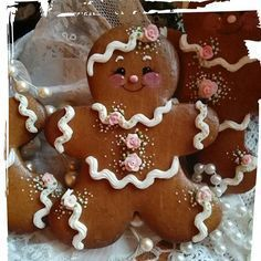 Like the eyes/cheeks Gingerbread Man Cookies, Christmas Sugar Cookies, Christmas Gingerbread, Holiday Cookies, Gingerbread Men, Gingerbread Crafts, Ginger Cookies, Iced Cookies, Cute Cookies
