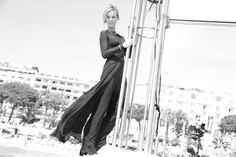 Eva Herzigova, visage de la ligne Capture Totale Dior, en bijoux Chopard sur le ponton du Martinez Festival de Cannes 2014 http://www.vogue.fr/sorties/on-y-etait/diaporama/dans-les-coulisses-de-cannes-jour-7-festival-de-cannes-2014/18837/image/1002496#!eva-herzigova-visage-de-la-ligne-capture-totale-dior-en-bijoux-chopard-sur-le-ponton-du-martinez-festival-de-cannes-2014