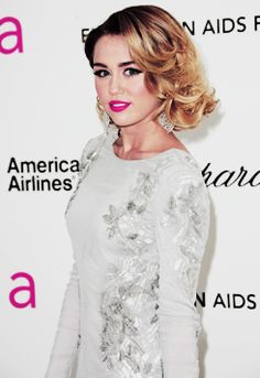 Look at what she became... New style, new hair, new music : FABULOUS ♥