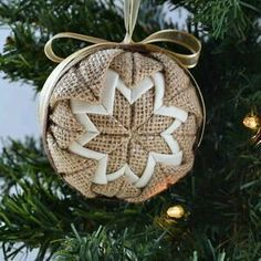 rustic handmade Christmas ornament ... no-sew quilt design ... burlap ribbon ...