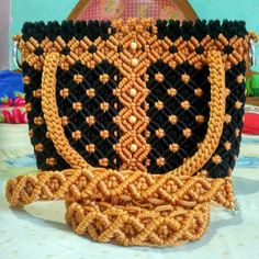 Macrame Purse, Macrame Art, Macrame Projects, Micro Macrame, Macrame Patterns, Crochet Patterns, Macrame Chairs, Macrame Curtain, Art N Craft