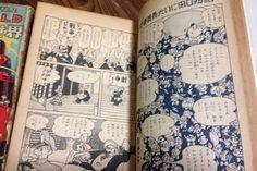 ■手塚治虫 【来るべき世界】初版 2冊揃い 昭和26年■ 手塚マニアにとって、垂涎の初期SF三部作の1つ「来るべき世界」2冊セットでの出品です。 興味のある方には説明するまでもないでしょう。 藤子不二雄著「まんが道」でも紹介されています。(写真参照) 当時のビッグネームの漫画家で、この作品を読んで漫画家になる決意をしたという人もいる作品です。 商品は、この本、2冊のみで、まんが「まんが道」は商品に含まれていません。参考までに載せています。 状態は並です。 上巻が、写真のように、奥付のページが半分ほど外れかか