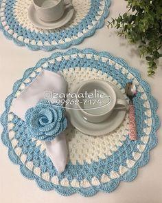 No photo description available. Free Crochet Doily Patterns, Crochet Placemats, Crochet Motif, Crochet Designs, Crochet Doilies, Crochet Yarn, Crochet Flowers, Crochet Cup Cozy, Crochet Towel