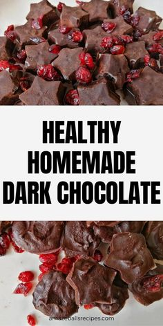 Want to make your own chocolate? Discover How to make chocolate at home. Enjoy this homemade dark chocolate. Chocolate making ideas homemade Healthy Dark Chocolate, Dark Chocolate Recipes, Make Your Own Chocolate, Homemade Chocolate, Vegetarian Chocolate, Chocolate Making, Chocolate Chocolate, Clean Eating Menu, Clean Eating Grocery List