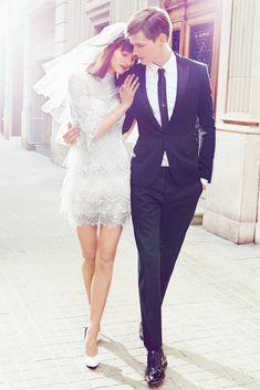 Vestido de Novia Corto con Aire Romántico