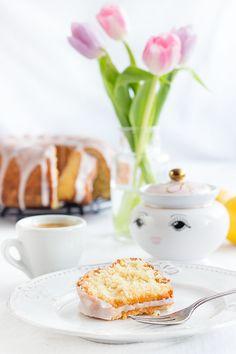Zitronen-Kokos-Kuchen: saftig, frisch, lecker. Mit Öl statt Butter. - http://www.maraswunderland.de/zitronen-kokos-kuchen/