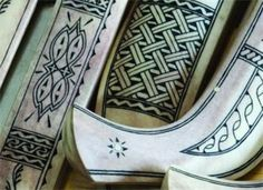 Duodji - Sami Handicrafts At Museum of Ethnography Budapest . Chip Carving, Bone Carving, Home Crafts, Arts And Crafts, Love Spoons, Lappland, Goddess Art, Dose, Arm Band Tattoo