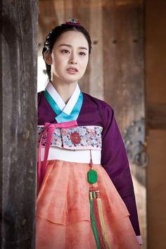 Korean Traditional Dress, Traditional Dresses, Jang Ok Jung, Korea Dress, Kim Tae Hee, Korean Hanbok, Korean Outfits, Korean Clothes, Beautiful Costumes