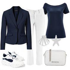 7de59a7b2f Blazer blu, con sotto la t-shirt blu a mezza manica con scollatura a