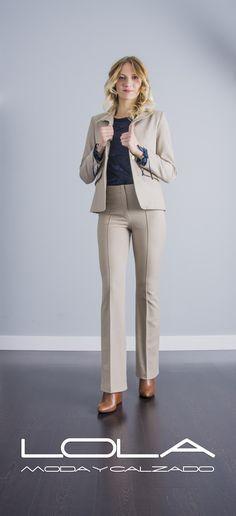 Conjunto chaqueta + pantalón de OKY COKY, el estilo se lleva por dentro y se nota por fuera.  Pincha este enlace para comprar tu conjunto en nuestra tienda on line:  http://lolamodaycalzado.es/otono-invierno-2016/866-traje-de-chaqueta-en-beige-de-oky-coky.html