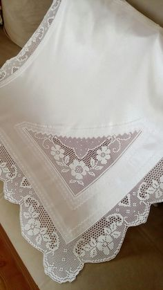 Fillet Crochet, Quilted Wall Hangings, Projects To Try, Textiles, Lace, Handmade, Linen Tablecloth, Crochet Lace Edging, Hand Embroidery Stitches