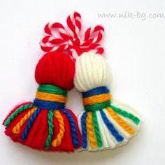 piskul Baba Marta, Yarn Dolls, Fringes, Yarn Crafts, Paper Cutting, Tassels, Wool, Christmas Ornaments, Keychains