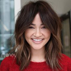 Proof That Face-Framing Layers Are the Most Flattering Thing Ever - Frisuren Mittelemo Fringe Hairstyles, Cool Hairstyles, Hairstyles Haircuts, Shaved Hairstyles, Updo Hairstyle, Bob Hairstyles With Bangs, Cool Haircuts, Wedding Hairstyles, Medium Hair Styles