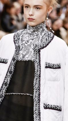 Chanel Fashion, High Fashion, Fashion Beauty, Womens Fashion, Chanel Style Jacket, Chanel Runway, Tweed Dress, Fall 2018, Chic
