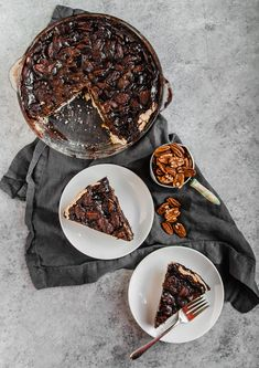 Vegan pecan pie is great, but make it one step better with chocolate! A perfect Thanksgiving or holiday dessert and made with an easy coconut oil crust. Vegan Pecan Pie, Vegan Pie, Vegan Tarts, Vegan Food, Vegan Dessert Recipes, Vegan Sweets, Healthy Desserts, Pie Recipes, Delicious Recipes