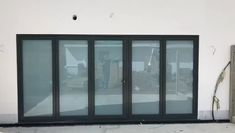 We LOVE all things innovation! Check out our new Switchable Glass installed on these bi-fold doors! We're bringing this to market at the BEST PRICE guaranteed. Best Door Designs, Folding Patio Doors, Sliding Glass Patio Doors, Bifold Doors Onto Patio, Extension Veranda, Concertina Doors, Interior Door Styles, Interior Doors, Interior Design