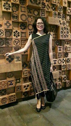"love this one of my friend design ""Indische design"" Batik Fashion, Abaya Fashion, Ethnic Fashion, Fashion Outfits, Womens Fashion, Batik Kebaya, Batik Dress, Model Kebaya, Amarillis"