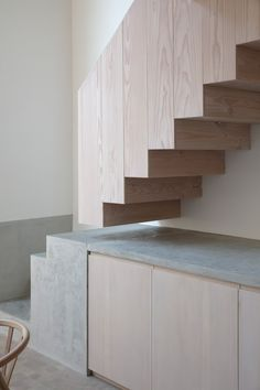 Beautiful stairs (mix of wood and concrete) House Stairs Beautiful Concrete mix Stairs Trap Wood Concrete Stairs, Wood Stairs, House Stairs, Basement Stairs, Painted Stairs, Stairs Kitchen, Garden Stairs, Kitchen Cabinets, Architecture Renovation