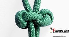 How to tie a double lanyard knot - Paracord guild Paracord Dog Leash, Paracord Keychain, Paracord Bracelets, Snake Knot Paracord, Paracord Braids, Lanyard Knot, Paracord Projects, Paracord Ideas, Monkey Fist Knot