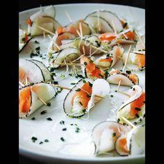 Chips de radis noir mariné, ricotta et saumon