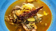 Maďarské halászlé jsou ikonickým kotlíkovým receptem, který obsahuje různé druhy ryb. Nezáleží tolik na množství druhů, ale na kombinaci dravých ryb a kapra. Thai Red Curry, Pork, Meat, Ethnic Recipes, Kale Stir Fry, Pork Chops