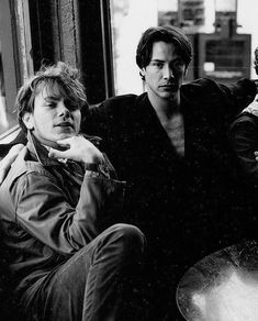 River Phoenix was Keanu Reeves' best friend. When Reeves saw the script for My Own Private Idaho, he knew Phoenix was perfect for the… River Phoenix Keanu Reeves, Keanu Reeves Young, Keanu Charles Reeves, My Own Private Idaho, John Wick, Nate River, Films Cinema, Old Folks, Cultura Pop