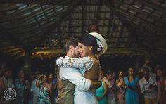 Quer um casamento tão bacana e cheio de personalidade como esse? Então fala com a @jullarassessoria que essa equipe elabora todo planejamento e realiza a assessoria e o cerimonial com PERFEIÇÃO. Indicamos com muito carinho.  Contato  contato@jullar.com.br whatsapp: (11) 98207-0677 ou no instagram @jullarassessoria  Elas atendem a todo Brasil!