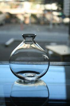 一つ一つ違う表情の吹きガラス。光の入り方をただただ眺めるという贅沢。