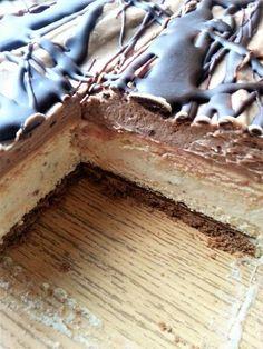 Kinder Bueno - bez pieczenia To ciasto powstało z miłości do kuchennych eksperymentów. Jaki był efekt - sami oceńcie. Moim zdaniem to m... Dessert Cake Recipes, Sweets Cake, Köstliche Desserts, Delicious Desserts, Yummy Food, Cake Bars, Dessert For Dinner, Love Food, Sweet Recipes