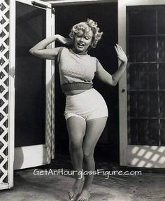 Just a reminder that Marilyn Monroe was a curvy, curvy girl.  <3