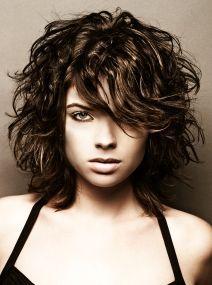 cute-medium-curly-hair-styles Más