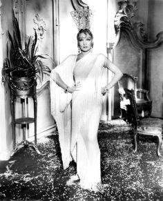 Marlene Dietrich, Glamazon, 1934