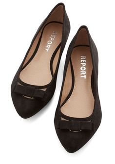 Shall We Dance? Flat in Black. You love to Lindy Hop, Jitterbug, and Salsa all night long, and these black flats keep you in good, comfy company! Cute Flats, Bow Flats, Cute Shoes, Me Too Shoes, Zapatillas Peep Toe, Black Ballet Flats, Black Flats, Yellow Heels, Shall We Dance