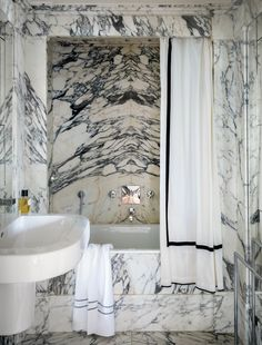 Love finding images I´ve never seen before and these shots by photographer Jérôme Galland are some of those. I don´t think these pictures are from the same place but I would like to imagine so. Just look at that marble bathroom….
