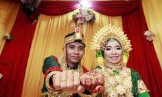 Akad nikah Photo by @uchu_photography  Project @rumahstudio_photography  #lenscap #photos #photolenscape #photospots #photografermakassar #photoshop #photoshoot #photography #tukanphoto #instamakassar #weddingdress #wedding #weddingbugis #weddingbugismakassar #canon�� #60d #lensa1635 #like4like #like4follow #followshoutoutlikecomment #followforfollow http://butimag.com/ipost/1495390603264200766/?code=BTAsdSsBRA-